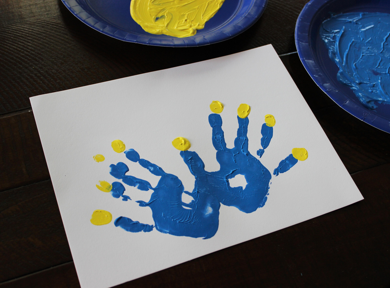 Uncategorized Handprint Menorah easy peasy holiday crafts jane can handprint menorah1