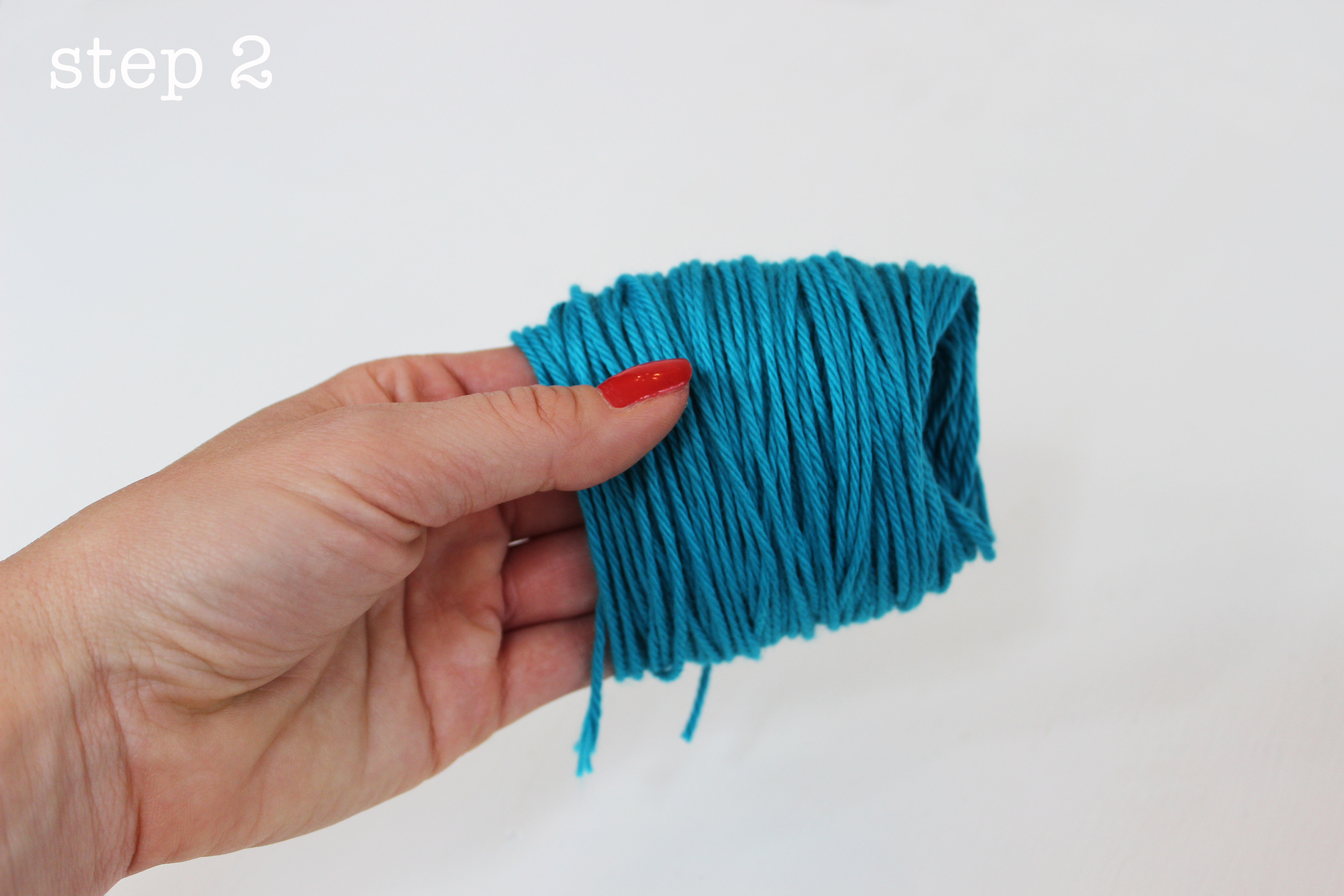 how to make yarn pom poms with your fingers