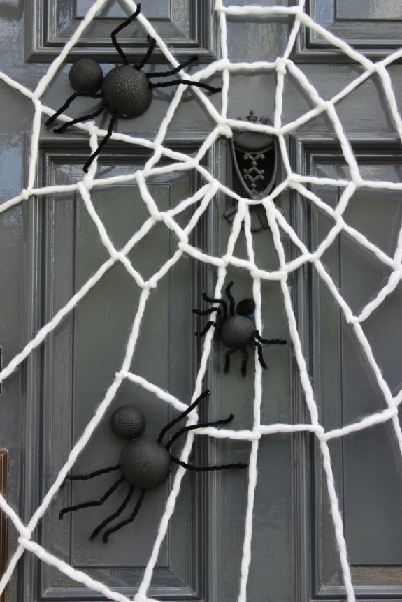 a creepy crawly halloween jane can. Black Bedroom Furniture Sets. Home Design Ideas