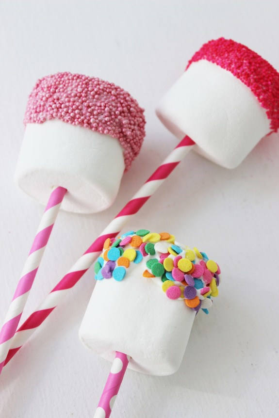 marshmallow-pops-with-sprinkles
