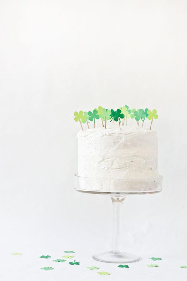 DIY-Clover-Patch-Cake-Topper