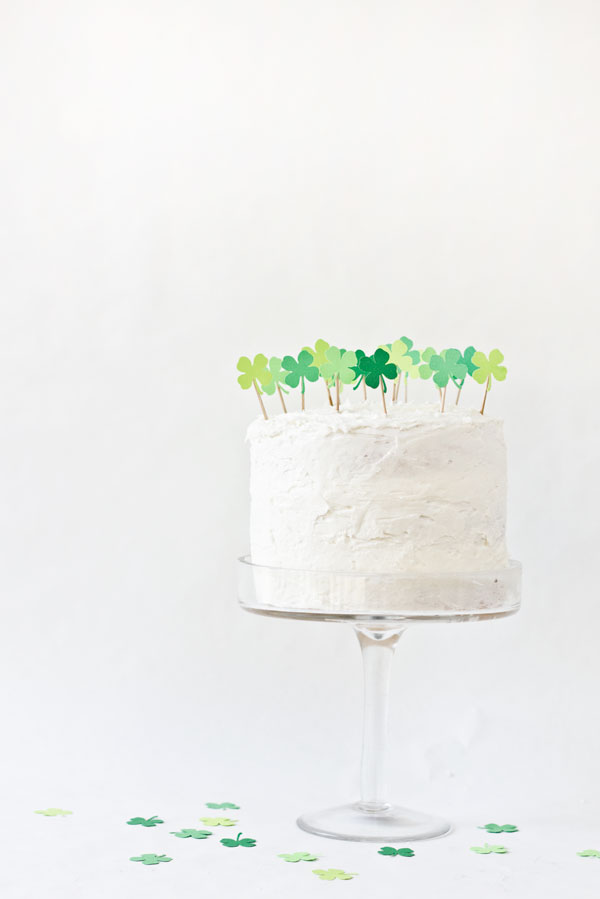 DIY-Clover-Patch-Cake-Topper