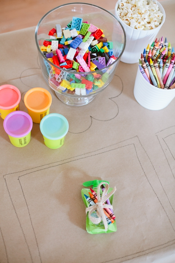tips-for-a-ridiculously-easy-table-to-keep-kids-entertained-for-any-party-4